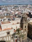 Iglesia de Santiago y vista pacial de Cádiz